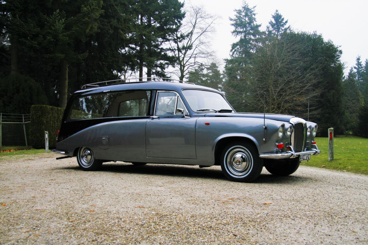 Daimler oldtimer rouwwagen
